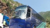 Два автобуса катастрофираха в тунел в Кресненското дефиле