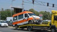 кола-се-натресе-в-линейка-9346.jpg