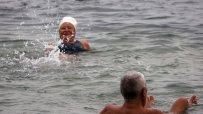 въпреки-минусовите-температури-варненци-се-къпят-в-морето-11092.jpg