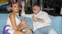Мис Плеймейт Елена Кучкова изгледа началото на Световното в компанията на Христо Сираков