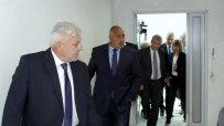 борисов-и-министърът-на-здравеопазването-в-онкологичната-болница-в-софия-25379.jpg