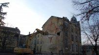 Събориха една от най-опасните сгради в Харманли