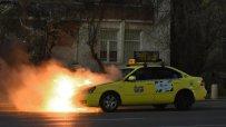 такси-се-запали-на-орлов-мост-31237.jpg