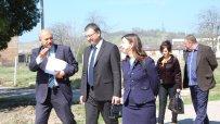 Чехия дари половин милион лева на бежанския лагер в Харманли