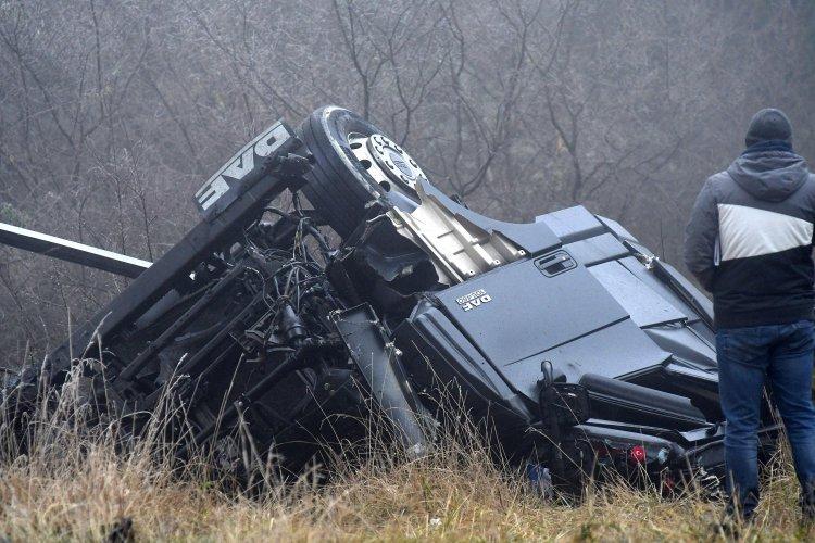трима-души-загинаха-при-четири-тежки-катастрофи-край-вакарел-39919.jpg