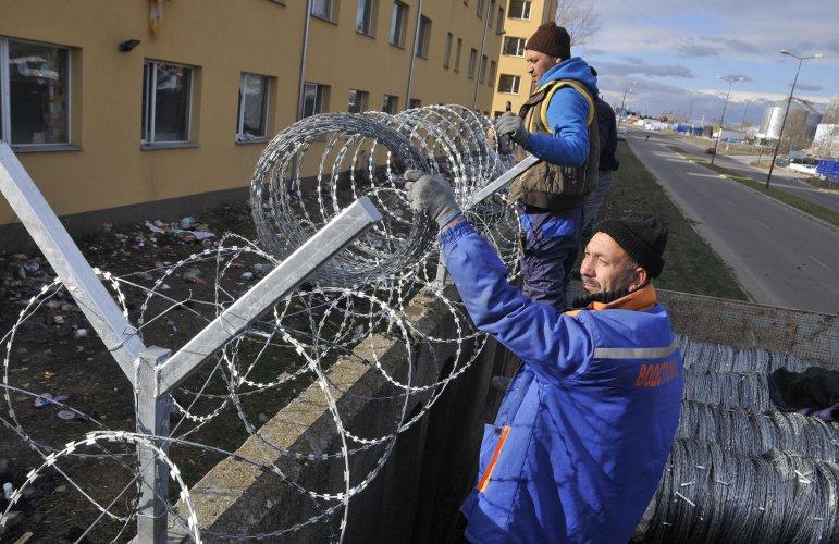 издигнаха-нова-ограда-на-лагера-в-харманли-40184.jpg