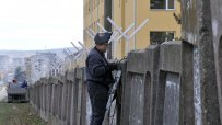 издигнаха-нова-ограда-на-лагера-в-харманли-40189.jpg