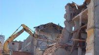 Събориха сграда на стар тютюнев склад в Харманли