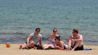 топлото-време-изкара-туристите-на-плажа-44906.jpg