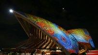 арт-инсталация-осветява-нощното-небе-над-сидни-46423.jpg
