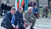 румен-радев-и-красими-каракачанов-отдадоха-почит-пред-загиналите-войни-на-архангелова-задушница-50753.jpg