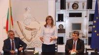 Екатерина Захариева представи в Кувейт условията за инвестиции и туризъм в България