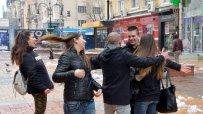 ученици-от-столична-гимназия-раздаваха-прегръдки-в-софия-53256.jpg