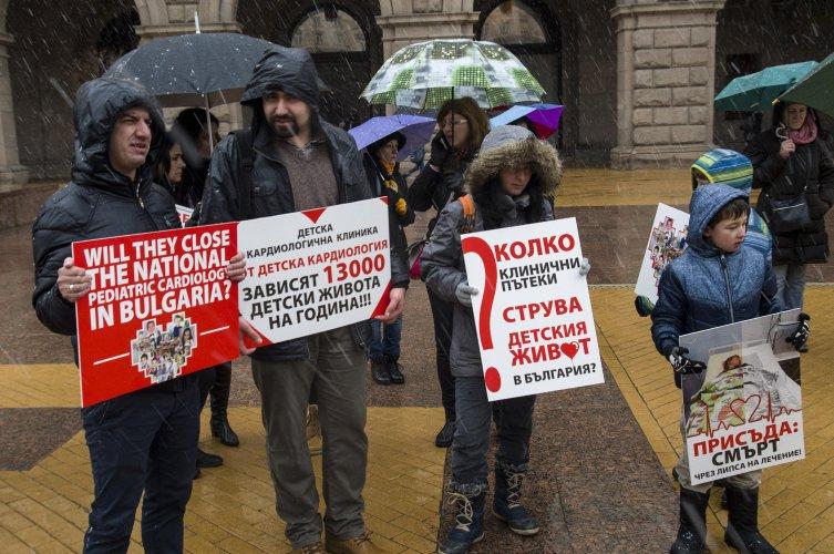 родители-защитават-детската-кардиология-на-протест-пред-мс-54068.jpg