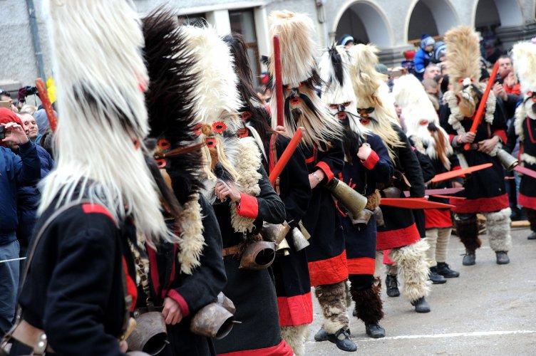 кукерски-фестивал-се-проведе-в-широка-лъка-54892.jpg