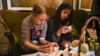 в-етнографския-музей-малки-и-големи-се-учеха-да-украсяват-великденски-яйца-по-стара-восъчна-технология-55610.jpg
