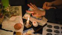 в-етнографския-музей-малки-и-големи-се-учеха-да-украсяват-великденски-яйца-по-стара-восъчна-технология-55613.jpg
