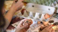 в-етнографския-музей-малки-и-големи-се-учеха-да-украсяват-великденски-яйца-по-стара-восъчна-технология-55617.jpg