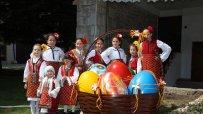 Банско заблестя с празнична украса по случай Великден