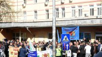 надзирателите-се-събраха-на-протест-пред-софийския-затвор-56260.jpg