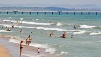 Летовници изпълниха бургаския плаж на Илинден