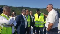 """Борисов и  Нанков инспектираха строителството на автомагистрала """"Хемус"""" в участъка между Ябланица и Боаза"""