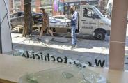 Кола влетя в детски магазин в София