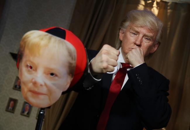 Доналд Тръмп ''нападна''  Меркел в Музея на мадам Тюсо