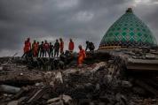 Расте броят на жертвите на земетресението на остров Ломбок