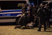 Десетки ранени и стотици арестувани след поредна бурна нощ в германския град Кемниц