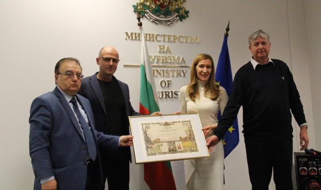 Министър Ангелкова пред  БХРА: В партньорство с бизнеса ще приключим 2018 г. с пореден ръст на туристи и приходи