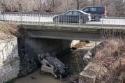 Кола падна и се разби в шокъровия канал във Варна