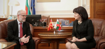 Цвета Караянчева разговаря с председателя на Събранието на Република Северна Македония Талат Джафери