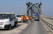 Екипи ремонтират отворила се дупка на ''Дунав мост''