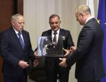 Президентът награди първия български космонавт Георги Иванов