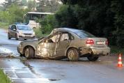 Кола се заби в дърво на пътя Русе - Николово, двама пострадаха
