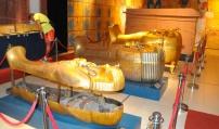 Поток от посетители на изложбата за Тутанкамон в Бургас