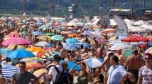 Жегата препълни плажа във Варна