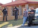 Задържаха 10 души във Ветово при полицейска акция срещу телефонни измами
