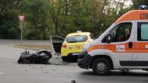 Мотопед и такси се удариха във Варна, загина водачът на мотопеда