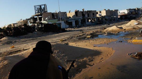 Самолети на НАТО бомбардират Триполи през деня