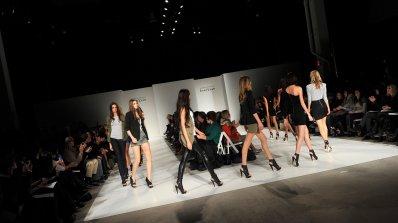 Bebe връща гащеризоните на мода