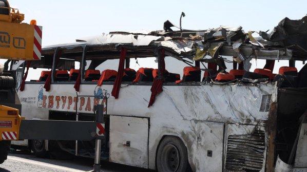 Зверска катастрофа отне живота на 8 души и прати  двама в кома