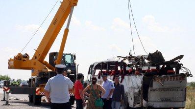 """Преасфалтират АМ """"Тракия"""" в района на тежката автобусна катастрофа"""