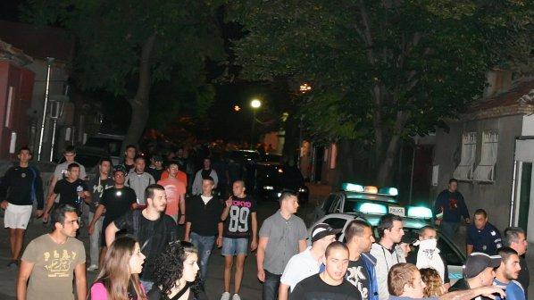 100 души щурмуват циганската махала в Плевен