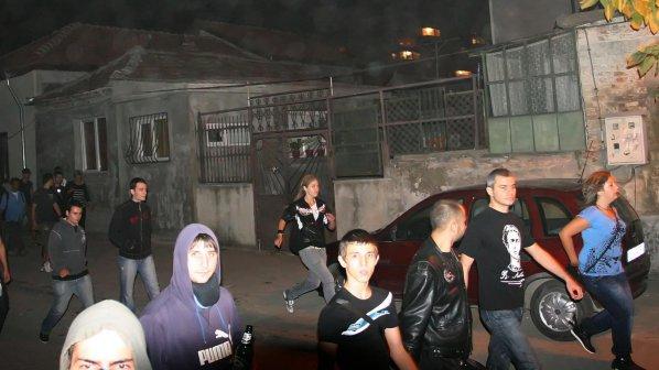Цигани с брадви пресрещнаха демонстранти във Варна (обновена)