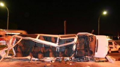 15 загинаха при автобусна катастрофа в Индия