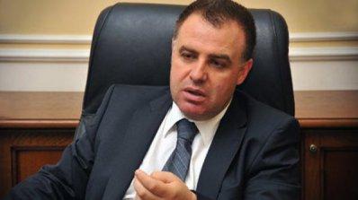 Найденов дава свидетелството за съдимост на Георги Харизанов за проверка