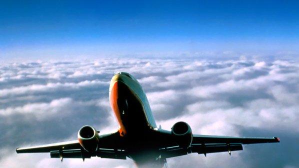Дупка в самолет паникьоса пътниците