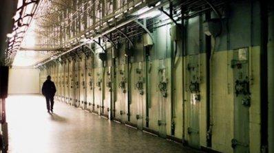 Над 400 осъдени на затвор се укриват